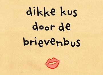 - Houten-kaart-Beterschap-liefde-Dikke-kus-door-de-brievenbus