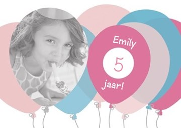 - verjaardag-fotokaart-met-roze-en-blauwe-ballonnen
