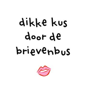 - Liefdeskaart-Dikke-kus-door-de-brievenbus-Corona-coronavirus-griep-ziek-hart-onder-de-riem